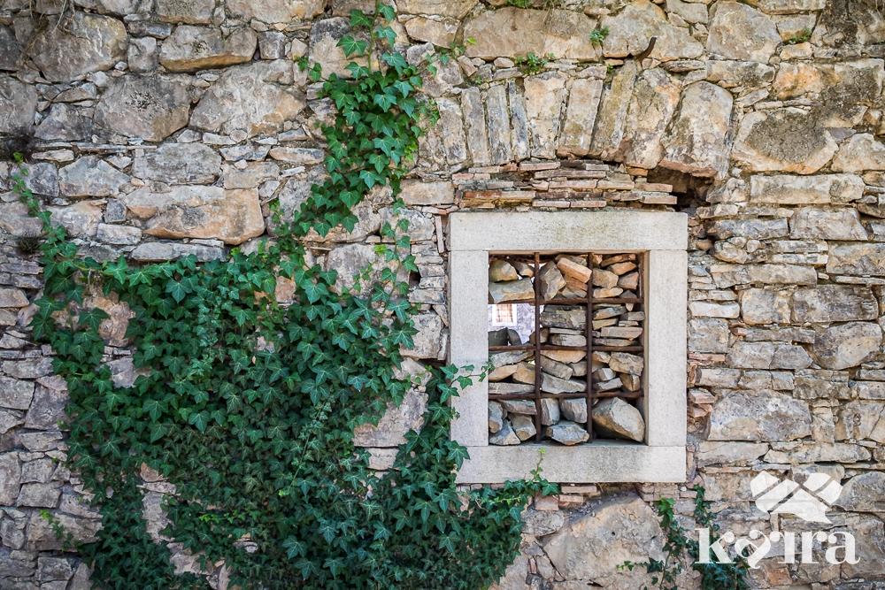 Karsthausmauer