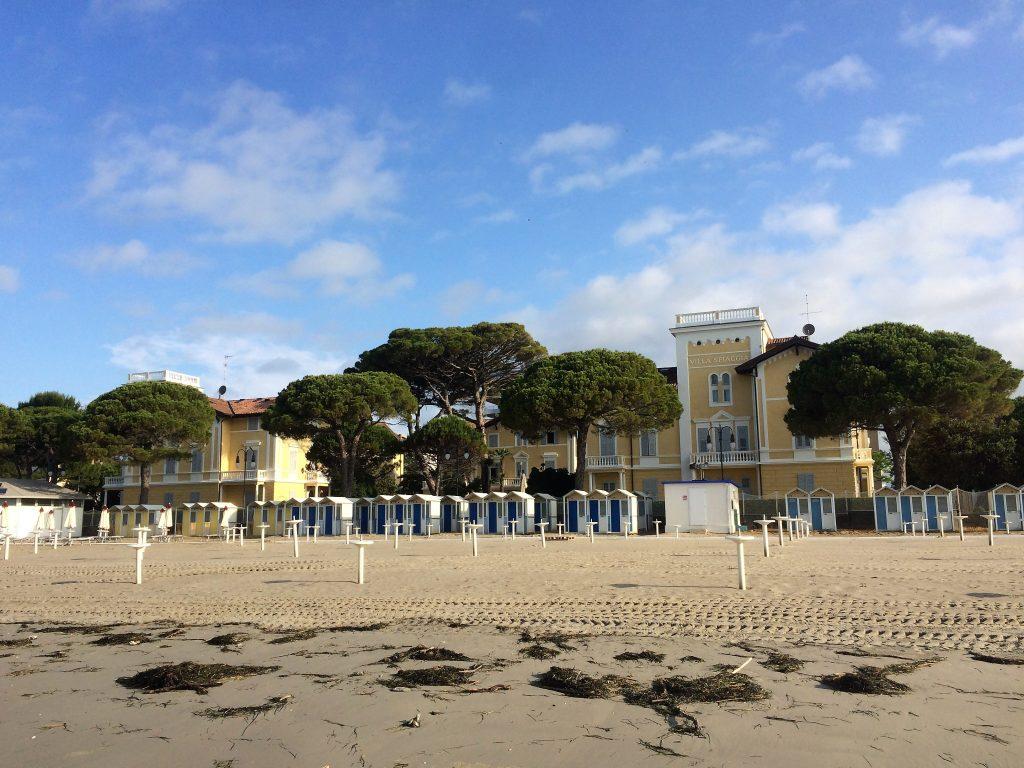 Sandstrand mit Ville Bianchi