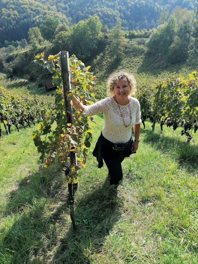 Nicole im Weingarten Tauss